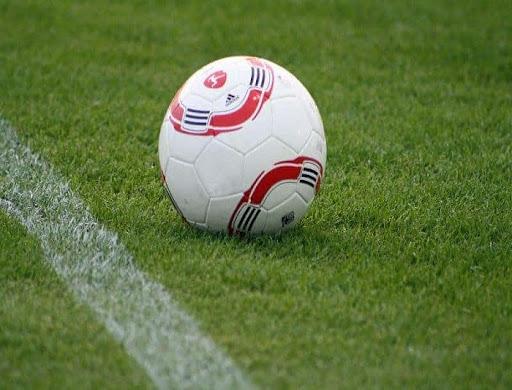 Sân cỏ nhân tạo có những bất lợi gì cho cầu thủ?